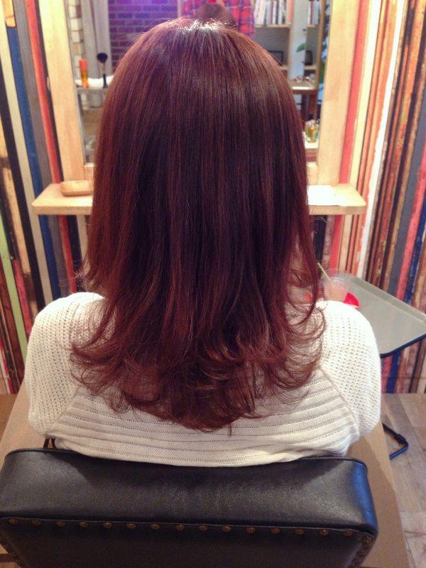 赤み系のカラーの髪色